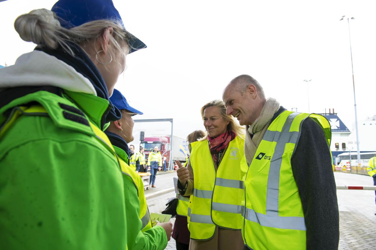 Ministers Blok en Kaag bij ferryterminal DFDS in Vlaardingen.