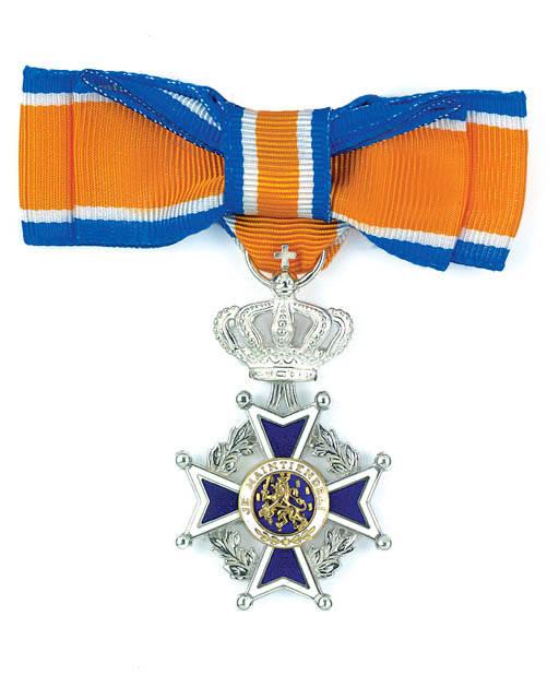 Lintje Lid in de Orde van Oranje-Nassau.