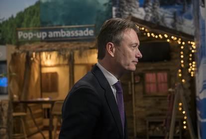 Minister Halbe Zijlstra opent de vakantiebeurs in Utrecht.