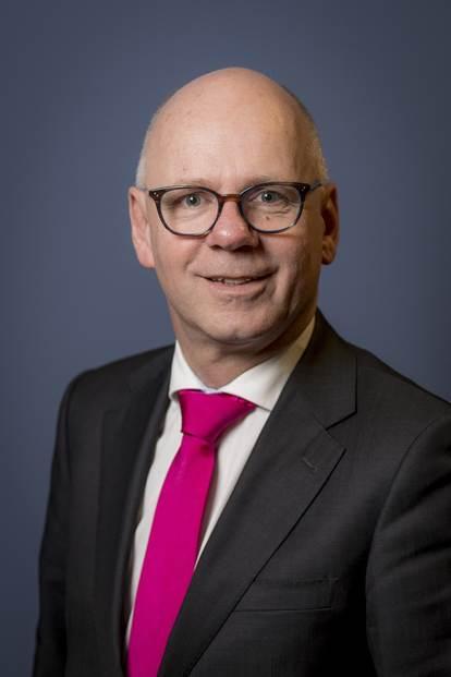 Portretfoto Carol van Eert burgemeester gemeente Rheden